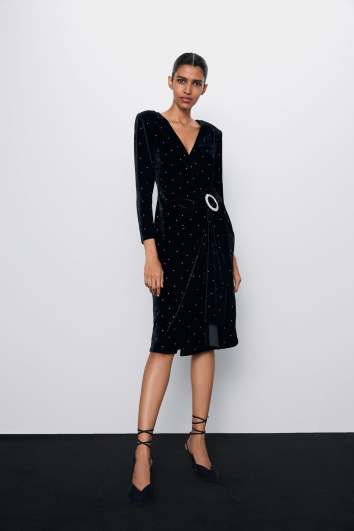 ROBE EN VELOURS À BRILLANTS ZARA 49,95 EUR