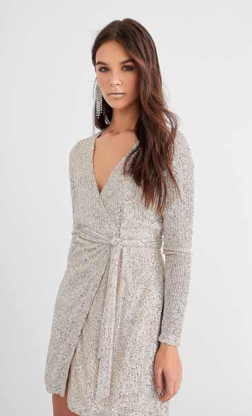 Robe portefeuille sequins STRADIVARIUS 49,99€
