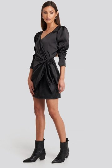 Sweetheart Neck Wrap Dress Noir NAKD 55,95€