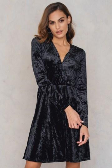 Velvet V-neck Dress Noir NAKD 35,95€